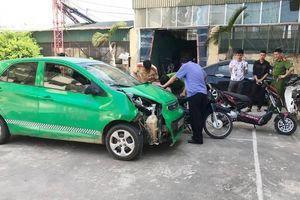 Gây tai nạn liên tiếp khiến 5 người bị thương, thanh niên lái ô tô bỏ chạy