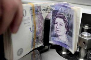 Đồng bảng Anh rớt xuống mức 'đáy' trong 27 tháng so với đồng USD