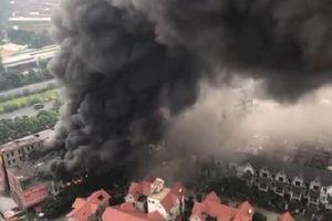 Cháy lớn tại dãy nhà liền kề thuộc Thiên đường Bảo Sơn