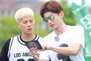 Jackson Wang đăng hình thiếu áo 'mất máu', Bạch Kính Đình hỏi: 'Đây là lý do cậu không mặc áo à'