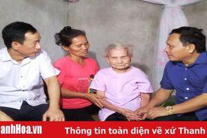 Đồng chí Phạm Thanh Sơn, Phó Chủ tịch Thường trực HĐND tỉnh thăm và tặng quà các gia đình chính sách huyện Triệu Sơn