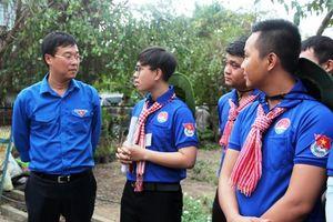 Trung ương Đoàn thăm, tặng quà thanh niên tình nguyện tại huyện Cao Lãnh