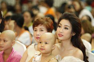 Đỗ Mỹ Linh cùng mẹ đăng kí hiến tạng tại bệnh viện Chợ Rẫy