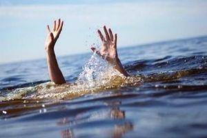 4 thanh niên đuối nước khi tắm sông Đà