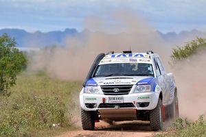 Đội đua VN đầu tiên tham dự giải Asia Cross Country Rally