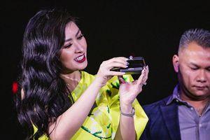 Ca sĩ Nguyễn Hồng Nhung chơi sốc tặng kim cương cho khán giả