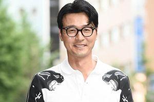 Nam tài tử Hàn Quốc Lee Sung-jae lên chức ông ngoại ở tuổi 49