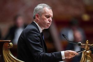 Bộ trưởng Pháp từ chức sau bê bối tổ chức tiệc tôm hùm