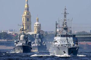Hạm đội tàu chiến hùng hậu của Nga 'quần thảo' trên biển