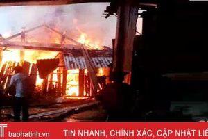 Bà hỏa thiêu rụi nhà gỗ 3 gian của người dân miền núi Hương Khê