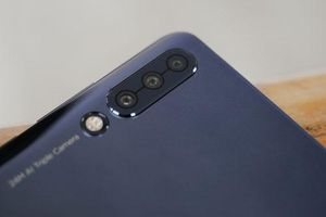 Smartphone 3 camera sau, chip Snapdragon 730, RAM 8 GB, giá cực rẻ