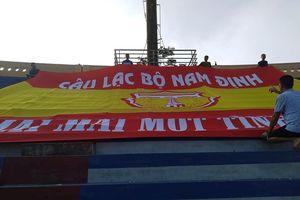 Trận đấu Nam Định - Thanh Hóa căng như dây đàn: 'thùng thuốc súng' chực nổ