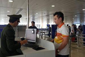 Đề nghị cấm bay một hành khách dùng giấy tờ giả