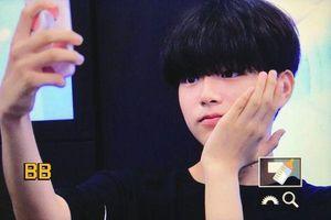 Produce X 101: Lộ diện sau khi bị loại, Lee Jin Woo xinh xắn như hoàng tử bé