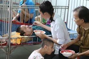 Thí sinh Miss World Việt Nam chia sẻ với những hoàn cảnh khó khăn