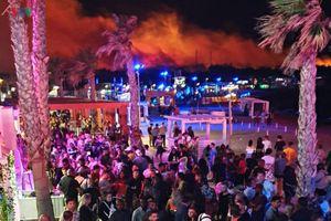 10.000 người tham dự nhạc hội sơ tán do cháy rừng ở Croatia