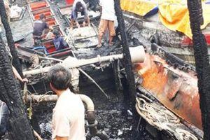 Kiên Giang: 3 chiếc tàu cá bị thiêu rụi khi neo đậu tại cảng cá