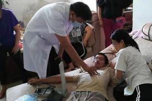 Bố dượng khóc lóc thảm thiết khi thấy tìm thấy thi thể con riêng do chính tay mình giết hại