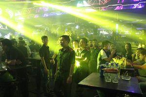 Bất ngờ kiểm tra các quán karaoke, bar, vũ trường trên địa bàn quận Ba Đình