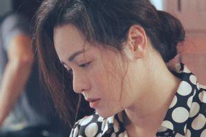 Nhật Kim Anh buồn bã như người mất hồn ở phim trường