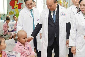 Thủ tướng: Sản phụ ung thư giai đoạn cuối sinh con là thành công của điều trị ung thư ở Việt Nam