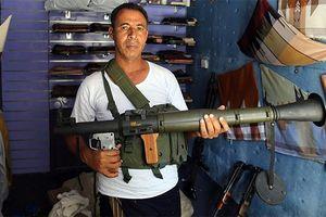 Chợ thủ công tại Yemen chuyển sang buôn súng đạn vì nội chiến