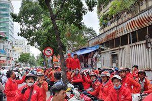 Go-Viet đột ngột thay đổi chính sách, hàng trăm tài xế tắt app kéo đến trụ sở biểu tình