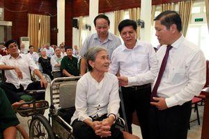 Thứ trưởng Lê Tấn Dũng thăm Trung tâm điều dưỡng thương binh Thuận Thành