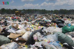 Bãi rác Bình Tú, Bình Thuận quá tải gây ô nhiễm khu dân cư