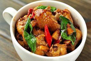 Làm cánh gà xào húng quế kiểu Thái cay thơm, đậm đà bữa cơm