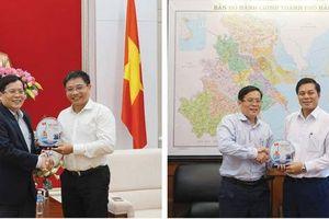 Chương trình 'Một triệu lá cờ Tổ quốc cùng ngư dân bám biển': Đồng hành với ngư dân Quảng Ninh, Hải Phòng