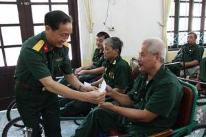 Ban Công đoàn Quốc phòng thăm, tặng quà các trung tâm điều dưỡng thương binh