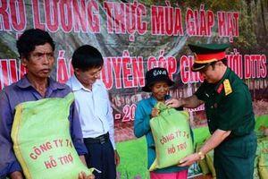 Công ty 74 hỗ trợ gạo, trao nhà tình nghĩa tặng bà con vùng biên giới