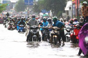 Vì sao 'con đường nội đô đẹp nhất TP.HCM' ngập nặng?