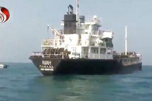 Iran công bố cảnh bắt giữ tàu dầu nước ngoài trên Eo biển Hormuz