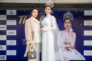 Trà Ngọc Hằng đọ sắc cùng Hoa hậu Hồ Oanh Yến tại sự kiện