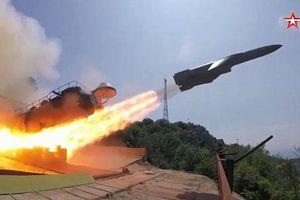 Clip: Tàu khu trục Nga bắn trúng tên lửa trong tập trận hải quân ở Crimea
