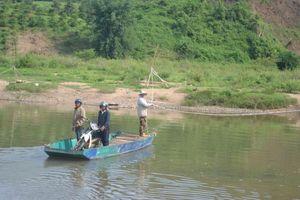 Người phụ nữ thầm lặng đưa đò qua sông K'rông Nô