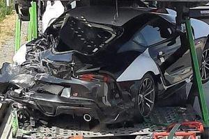 Xe thể thao Toyota Supra vừa đập hộp đã gặp nạn nát bét