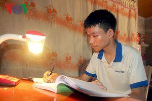 Nam sinh nghèo ở Nghệ An đạt top 20 thí sinh điểm cao nhất khối A1