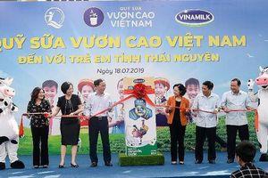 Vinamilk trao tặng 70.000 ly sữa cho trẻ em Thái Nguyên