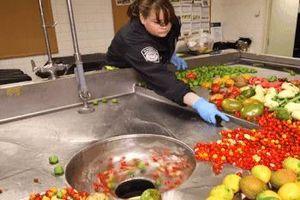 Cách sân bay xử lý hàng tấn thực phẩm không được phép mang vào Mỹ