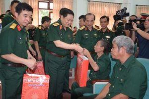 Bộ trưởng Bộ Quốc phòng Ngô Xuân Lịch thăm và làm việc tại tỉnh Bắc Giang