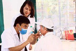 Bệnh viện Bỏng Quốc gia khám bệnh, cấp thuốc miễn phí tại phường Kiến Hưng (Hà Đông)