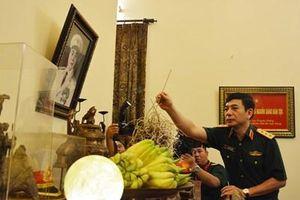 Thượng tướng Phan Văn Giang dâng hương tri ân các đồng chí nguyên lãnh đạo Bộ Quốc phòng