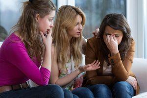 Sự thật 'bất công': Vui tìm người lạ, buồn đi với bạn bè