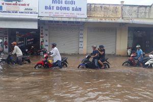 'Điệp khúc buồn' ở Phú Quốc, mưa lớn là ngập, xe chết máy la liệt