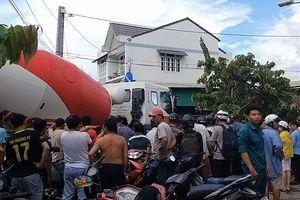 Xe bồn cuốn người phụ nữ vào gầm, giao thông cửa ngõ Sài Gòn tê liệt
