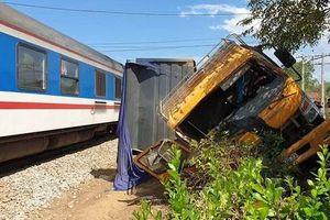 Quảng Nam: Tàu SE2 hất văng xe tải, tài xế tử vong trên đường đi cấp cứu