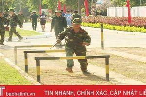 Xem lực lượng vũ trang Hà Tĩnh 'đội nắng' đấu võ, vượt chướng ngại vật